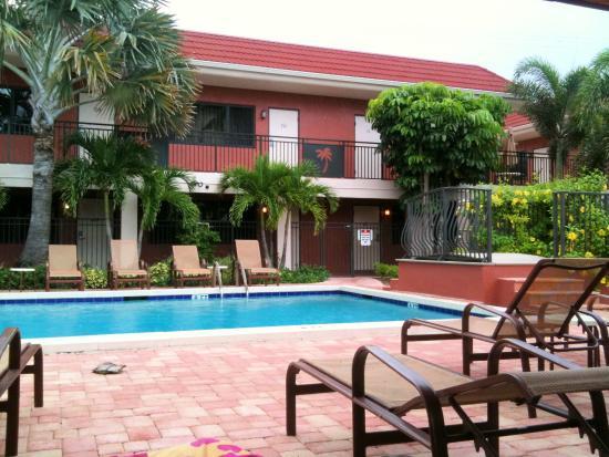 Away Inn: Pool Area