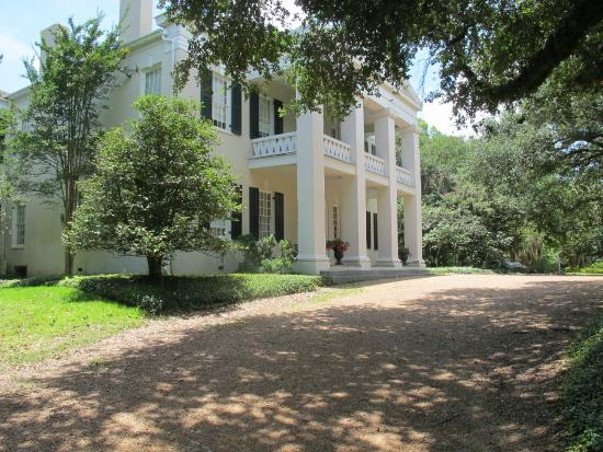 Magnificent Grounds Picture Of Monmouth Historic Inn Gardens Natchez Natchez Tripadvisor