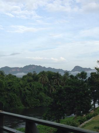 Aek-Pailin River Kwai Hotel: ความสบายยามเช้า หมอกบางๆ