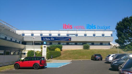 Ibis budget Site du Futuroscope: Se aparca sin problemas
