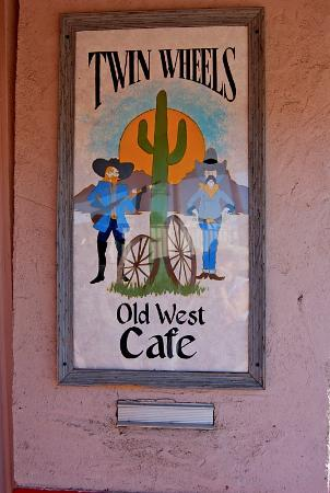 Twin Wheels Cafe: Twin Wheels Café, The front sign