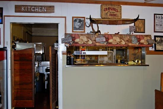 Twin Wheels Cafe: Looking towards the kitchen