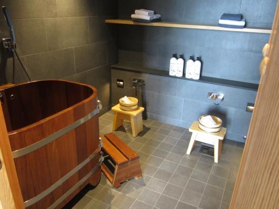 Yasuragi: Tvagningsrum inne i hotellrummet