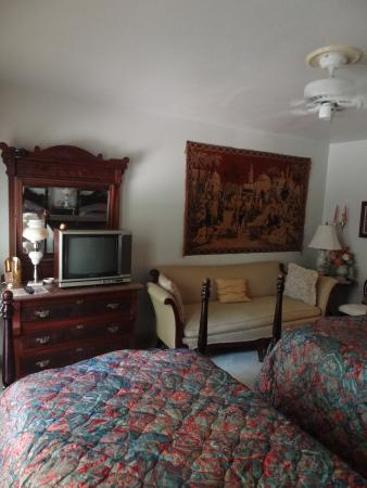 Johnson's Guest House: Two single bedroom
