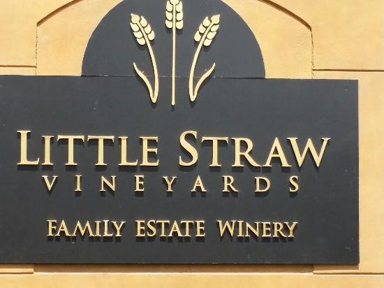 West Kelowna, แคนาดา: Little Straw Vineyards