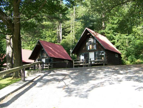 Ridin-Hy Ranch Resort: Chalet cabins