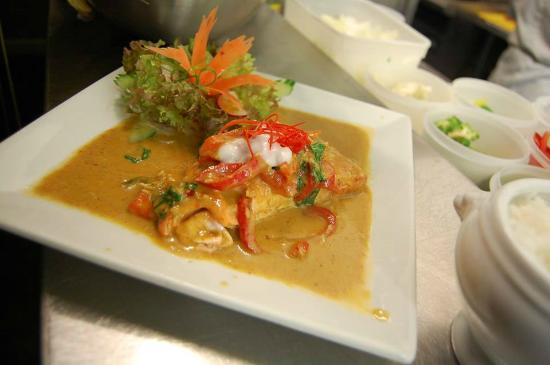 Moran's Restaurant & Bar: Loch Duart Salmon Fillet with a sweet red curry sauce
