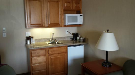 Bay City, MI: small kitchenette in King 1 bedroom suite