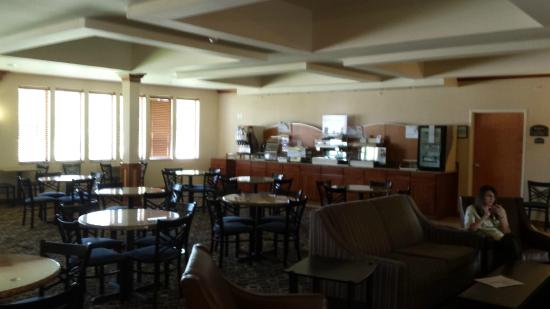 Bay City, MI: Breakfast area during closed hours