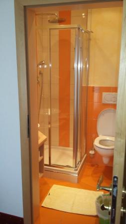 Embacherhof: salle de bain