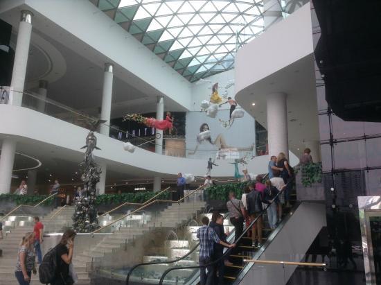 Ocean Plaza: Холл первого этажа, эскалатор