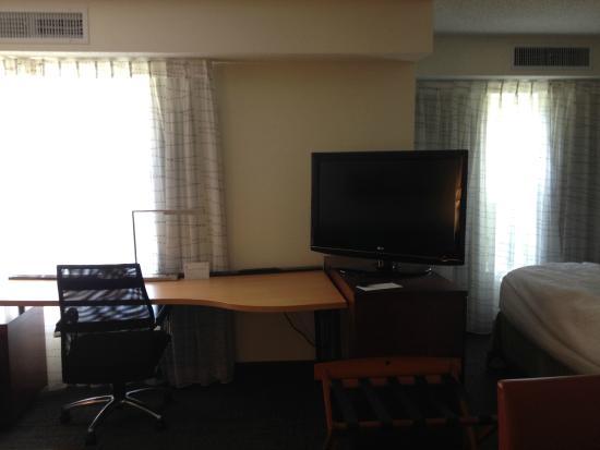 Candlewood Suites San Antonio NW Near Seaworld : TV Area