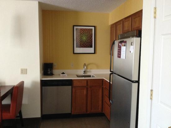 Candlewood Suites San Antonio NW Near Seaworld : Kitchen Area