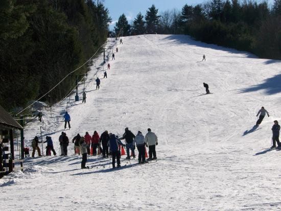Warrensburg, Нью-Йорк: Free skiing with equipment on our ski slope