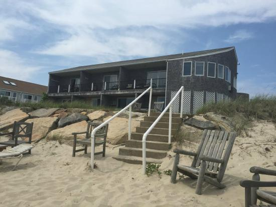 Sea Shell Motel: Motel - sits right on the beach!