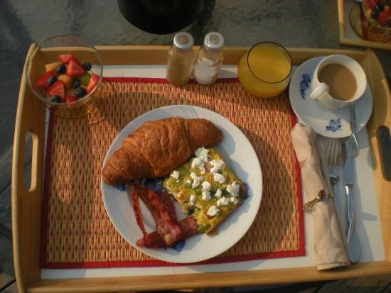 Auberge de Mon Petit Chum B&B: Meat-eater's breakfast