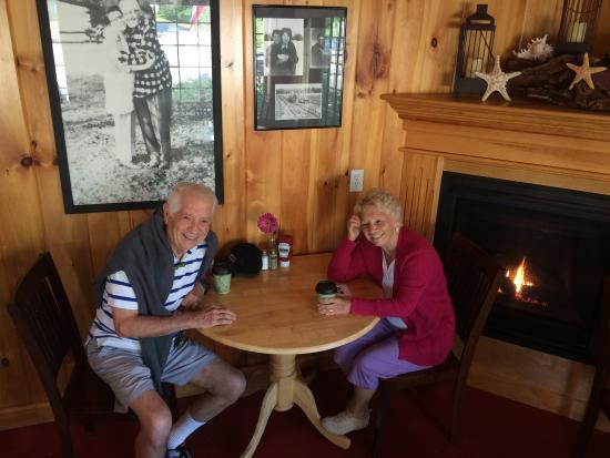 Pine Tree Farm Market and Cafe: A Warm Breakfast room