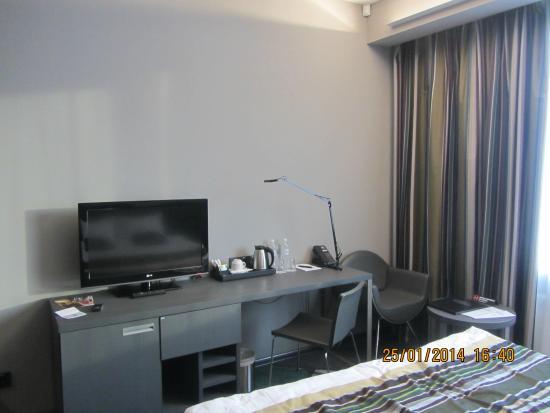 Cosmopolite Hotel: Телевизор