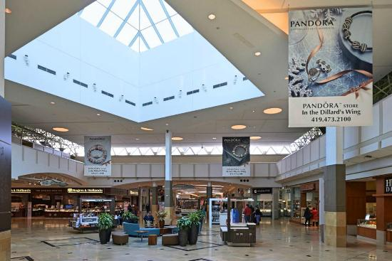 While it was not the first mall in Toledo (that was the Woodville Mall), the Franklin Park Mall has outlived all comers (Southwyck, North Towne Square) in the enclosed shopping experience competition in .
