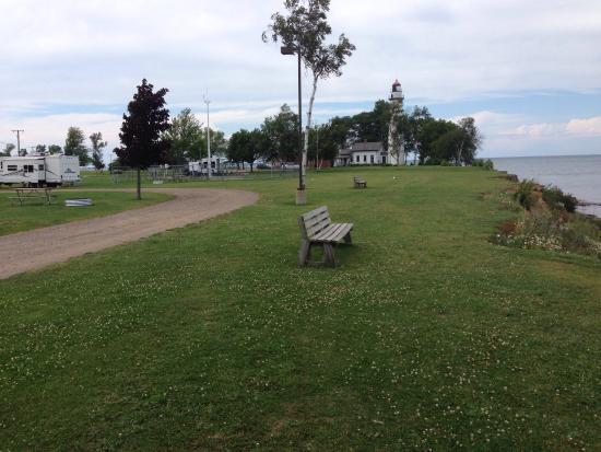 Port Hope, Мичиган: North & South views along the shoreline of Lake Huron