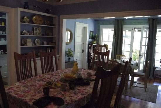 The Carlton Inn Bed & Breakfast : Welcoming Dining Room