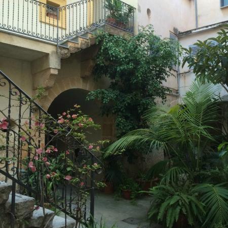Case a San Matteo : Courtyard area