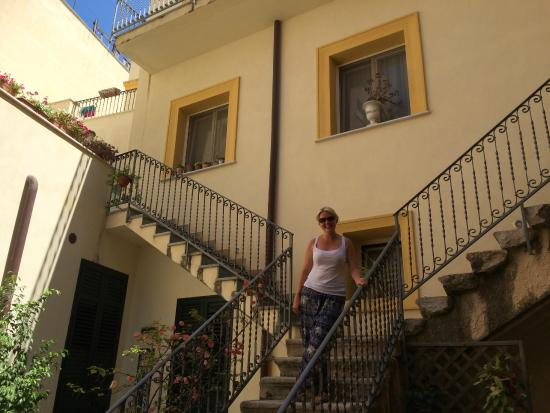 Case a San Matteo: Stairs to breakfast on the terrace
