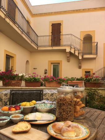 Case a San Matteo : Breakfast on the terrace
