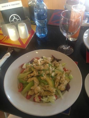 Harries Pancakes: Chicken salad