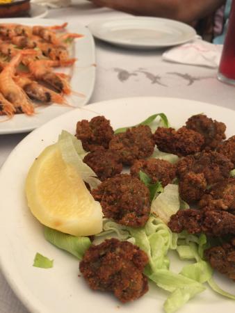 Rincon Andaluz Restaurante: Ortigas de mar fritas y gambas a la plancha