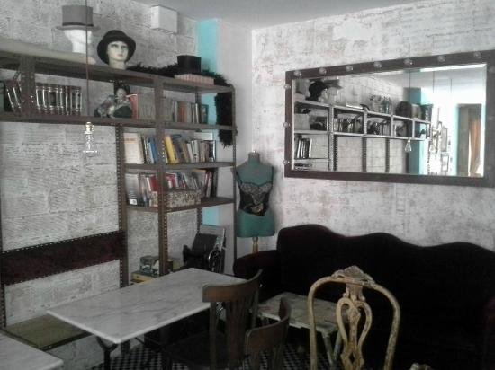 Pars Teatro Hostel: Kitchen and Dining Room