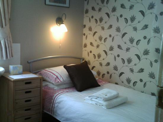 White Moon Hotel: Single room