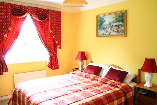 Connemara Country Lodge Bed and Breakfast: Beautiful, quiet and romantic room.