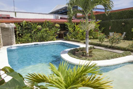 Berlor Airport Inn: Piscina