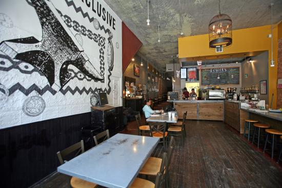 Roscoe's Coffee Bar & Tap Room : Interior view 1
