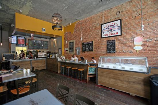 Roscoe's Coffee Bar & Tap Room : Interior view 2