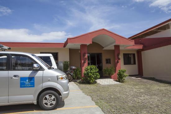 Berlor Airport Inn: Fachada