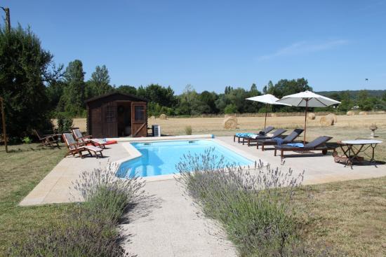 Maison Jolie : Pool overlooking open fields