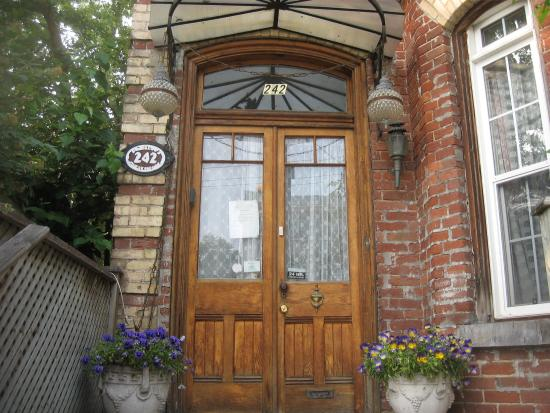 Pimblett's Downtown Toronto B&B: Pimblett's B&B - Come On In