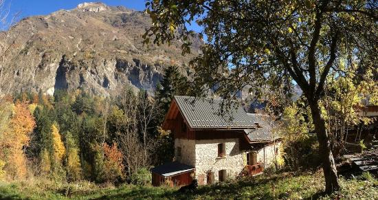 Ecrins Lodge : The Property in Autumn