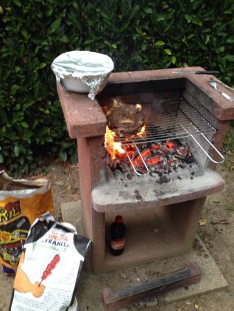Camping La Bouysse: Soirée karaoké et barbecue sur les emplacements des mobils home