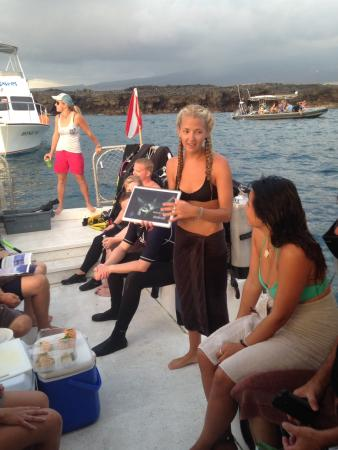 Big Island Divers : Pre dive briefing on manta dive