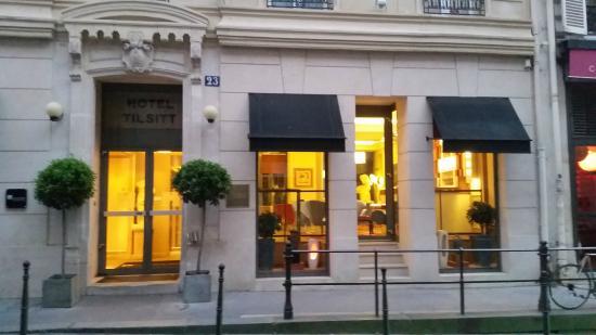 Hotel Tilsitt Etoile Paris : Exterior in the evening.