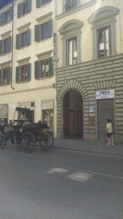 Hotel Europa: Sreet Entrance