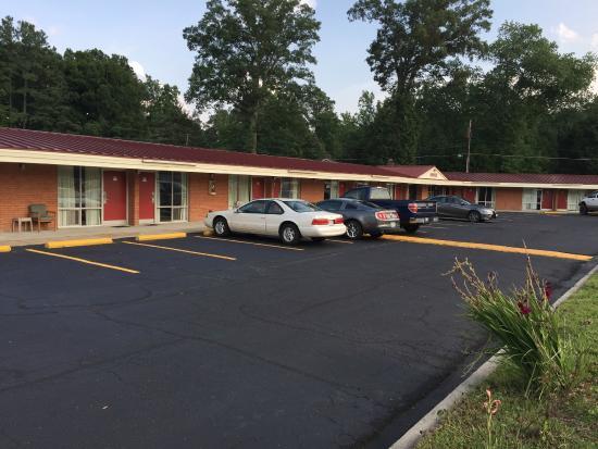 Washington Burgess Inn: Parking lot