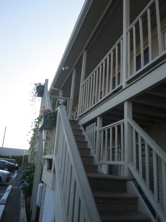 Pier 7 Condominiums: View of the front part of the building