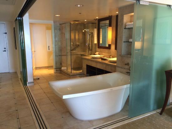 Hilton Hawaiian Village Waikiki Beach Resort: View Of Bathroom Area In 14th  Floor Ocean Front