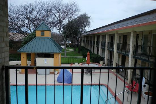Red Roof Inn & Suites Addison : Pool