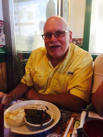 Mannington, Batı Virjinya: Don Lafferty likes his chicken fried steak dinner.