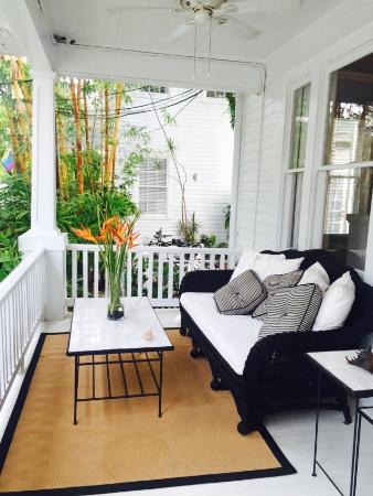 Alexander's Gay and Lesbian Guesthouse : Front porch